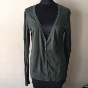 Forever 21 olive green long sleeve cardigan sweate
